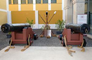 dos piezas de artillería naval