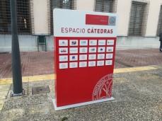 """Monolito del """"Espacio Cátedras"""""""